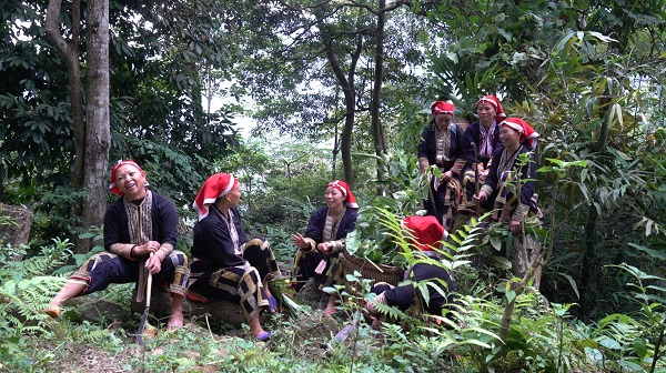 Cúng thần thuốc nam, thầy tổ thuốc nam của người Dao đỏ, thôn Sải Duần, xã Phìn Ngan, Bát Xát (Lào Cai)