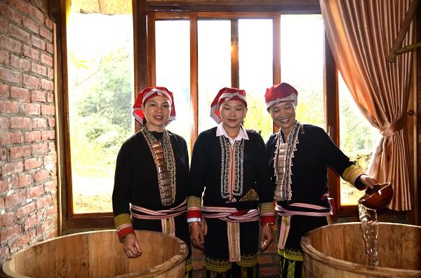 Tắm thuốc nam và trải nghiệm văn hóa người Dao đỏ Sải Duần